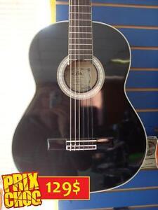 SUPER AUBAINE Guitare classique NEUVE ARIA Noir gloss (Petit accros de finition) DE LA CE PRIX