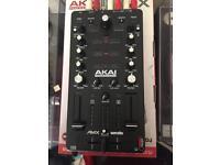 Akai Professional AMX: Mixing surface with Serato DJ interface