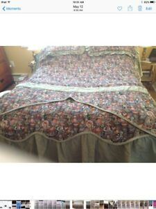 Double bedding set with topper