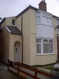 WARM DOUBLE ROOM £325PM/£150 DEPOSIT, OFF CATHERINE ST LE4 6RR, SUIT CLEAN EMPLOYED SINGLES/COUPLES