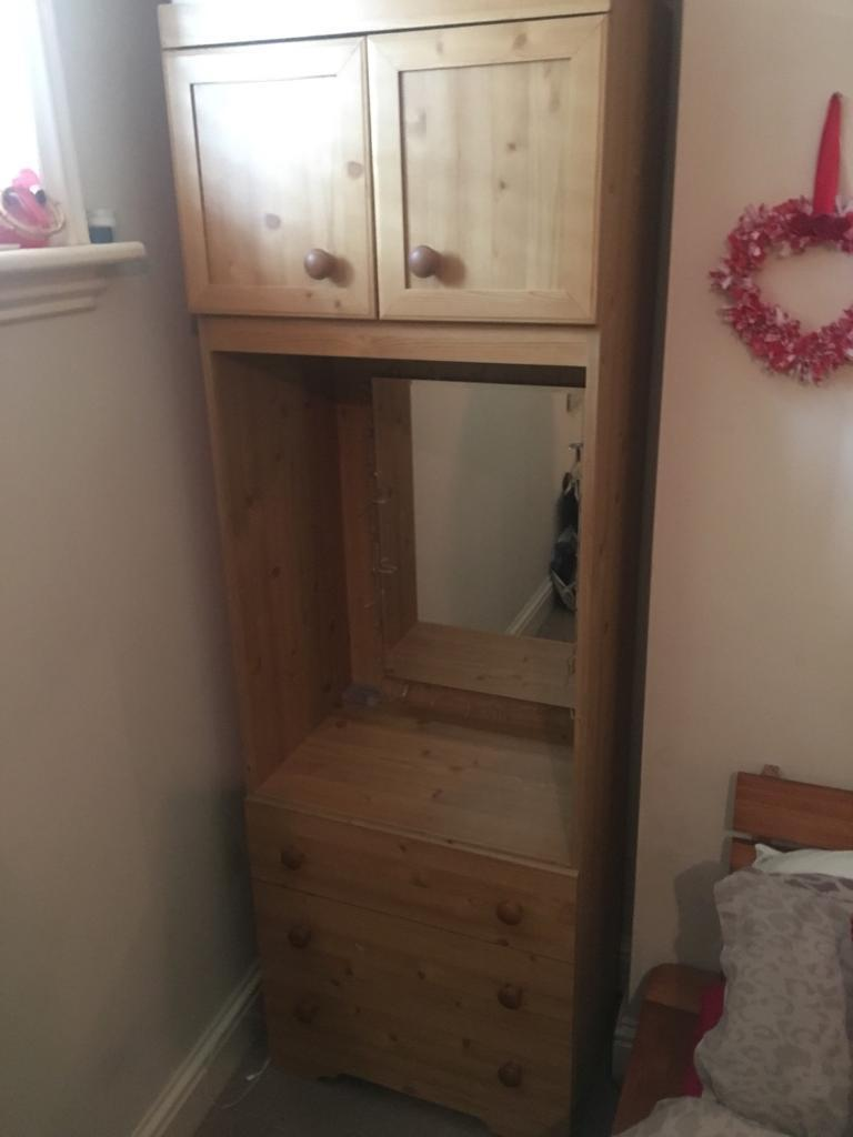 Pine drawers/dresser with mirror