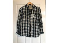 Size Small Detailed Shirt