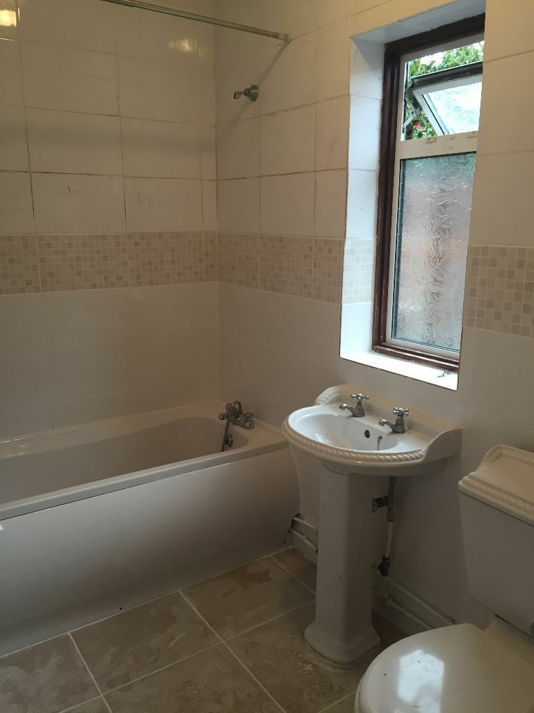 ** A Beautiful Three Bed House In Sevenking Green Lane****