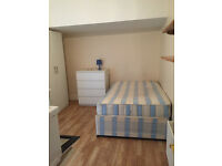 097Y - HAMMERSMITH - BRIGHT AND MODERN DOUBLE STUDIO FLAT, FURNISHED, BILLS INCLUDED - £200 WEEK