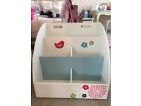 Mobile Kids Bookcase - pretty design