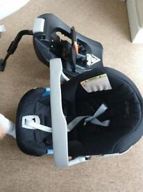 Mamas and Papas baby car seat with base, good condition