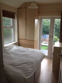 Warm cosy dbl room in shared female professional house,stunning view , lovely house.