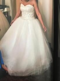 Wedding dress with underskirt, veil, tiara and necklace