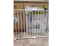 White Lindam Extendable Stairgate