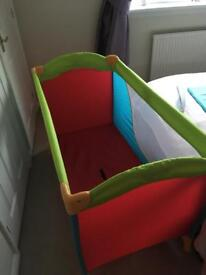 Hauke travel cot / play pen