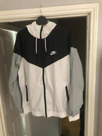 Men's nike hooded windbreaker jacket,large like new