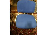 4 x high quality stackable office / conference chairs - WORTH £100