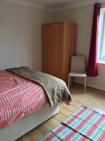 Lovely double room to rent in 2 bed flat, sunny and calm with easy-going owner