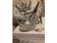 Gorgeous glittery heels!