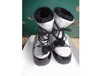Guess Silver & Black Snow Boots UK Size 1