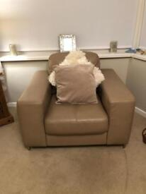 1 seater and puffy
