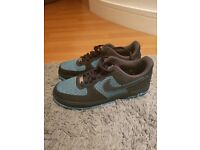 NIKE AIR FORCE 1 - SIZE 9