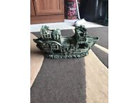 Fish tank stand 2 ft and big boat ornament v g c look pic 10 pounds each