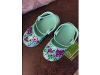 Pretty flower & butterfly Crocs child size 8 - Brand new with tags - Perfect for spring