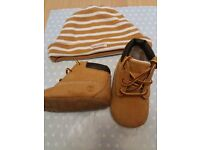 TIMBERLAND HAT AND BOOTS SET BOYS 0/3 MTH