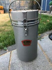 """""""Thermos"""" food/drink flask container"""