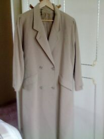 Lady's winter coat in wool and cashmere.