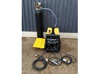 Wolfe 140 amp MIG welder and gas bottle