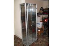 Shop / merchandise display cabinet with light