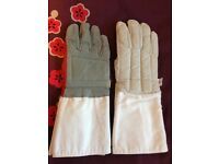 Fencing gloves right handed x 2