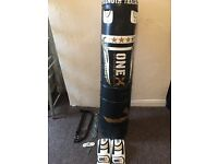 Boxing punch bag 25kg with accessories
