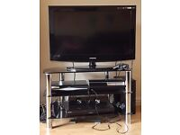 """32"""" Samsung TV with glass stand included"""