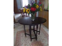 Gateleg oval table with Barleytwist legs