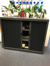Lockable storage unit for an office