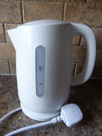 White Cordless Kettle in excellent condition