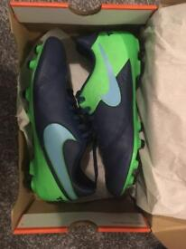 Junior Football Boots Nike Size 5