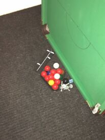Pool table for sale 5ft with balls and 2 cues