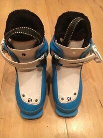 Childs Salomin ski boots. Size 17/18