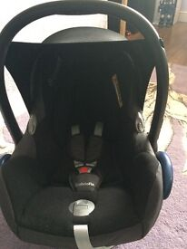 Maxi cosi car seat in black