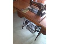 Antique 1921 Singer Treadle Sewing Machine (15K) with stand and two side drawers