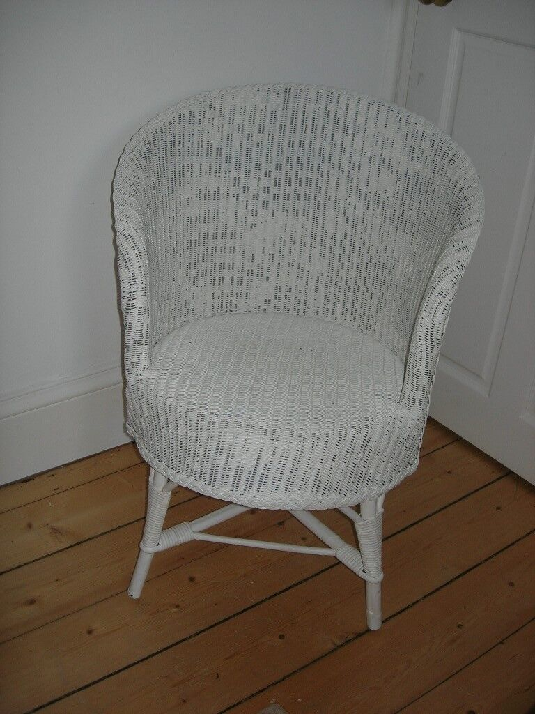 Off-white wicker chair