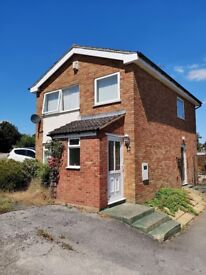 3 bed detached house with a garage to let, no agency fees, directly from the Landlord £850 pcm