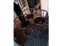 3 Spinning kitchen bar stools