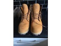 MUST GO!!! CHEAP MENS SIZE NINE TIMBERLAND BOOTS
