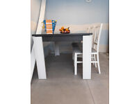 Extandable dining table + 6 chairs