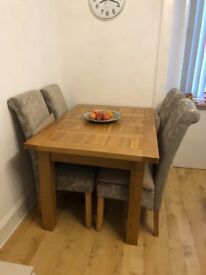 Fabulous oak table with chairs