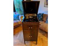 Crescendo Cabinet Gramophone with Box of Bakelite lps