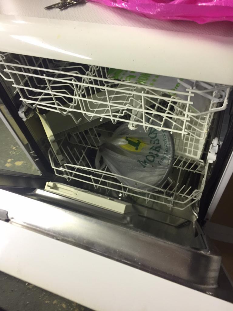 Hotpoint dishwasher DWT10
