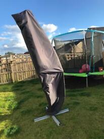 Freestanding garden cream parasol & cover