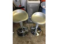 2x gas lift stools