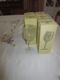 ^ Chenet bent stem wine glasses